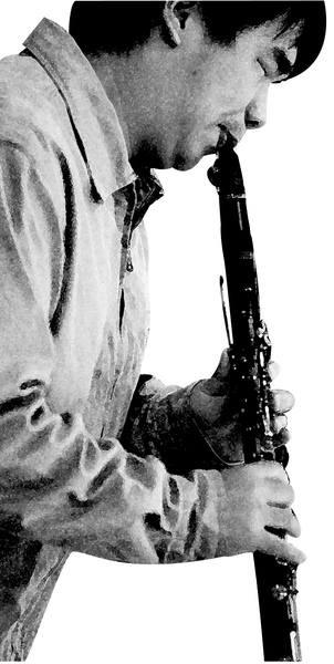輔大主修豎笛的張林峰,在音樂界闖出一片天。