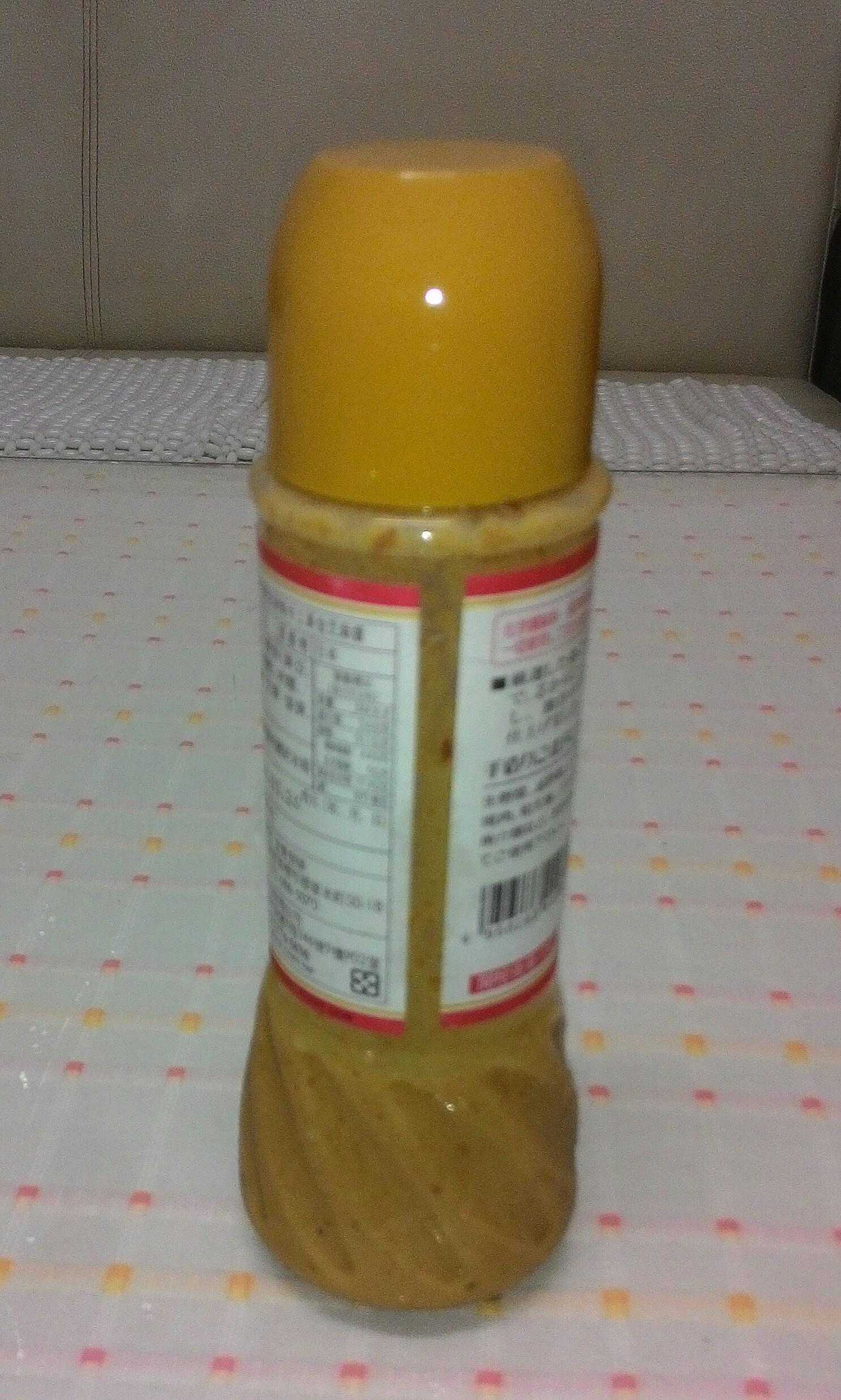 超市買得到各種調好的「芝麻沙拉醬」喔!