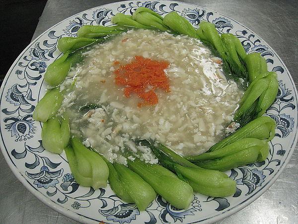 原本的「蟹黃菜心」指的是螃蟹肉。