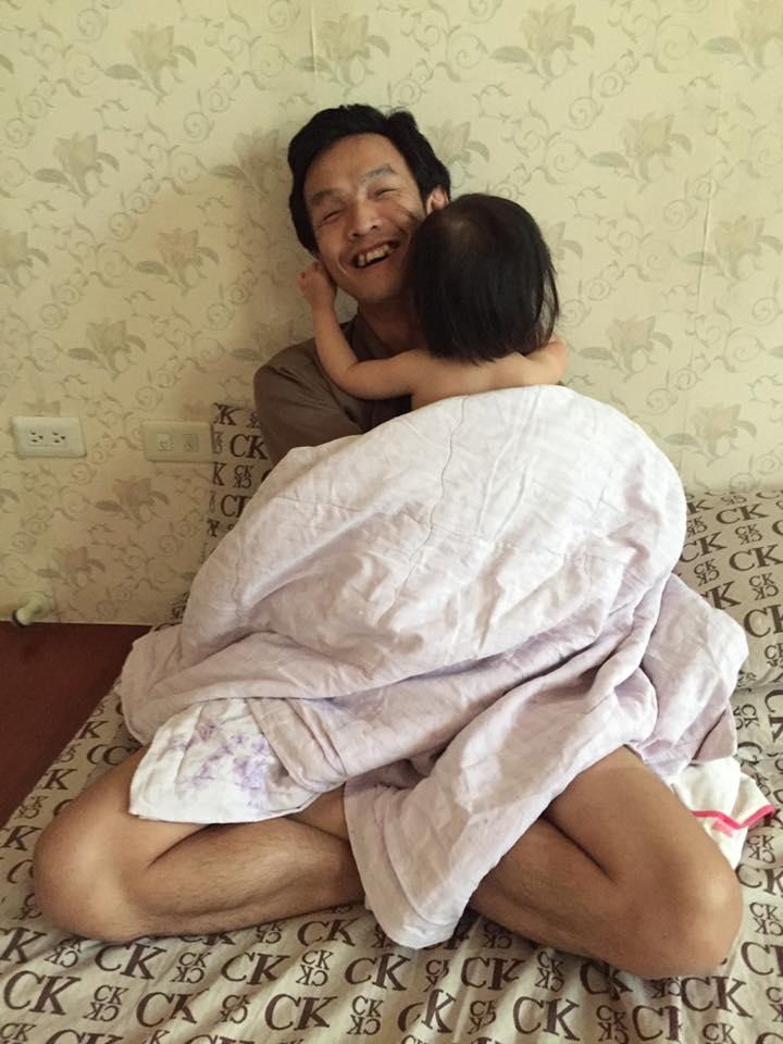燦煌雖不算老來得子,但十分珍惜與女兒的相處。