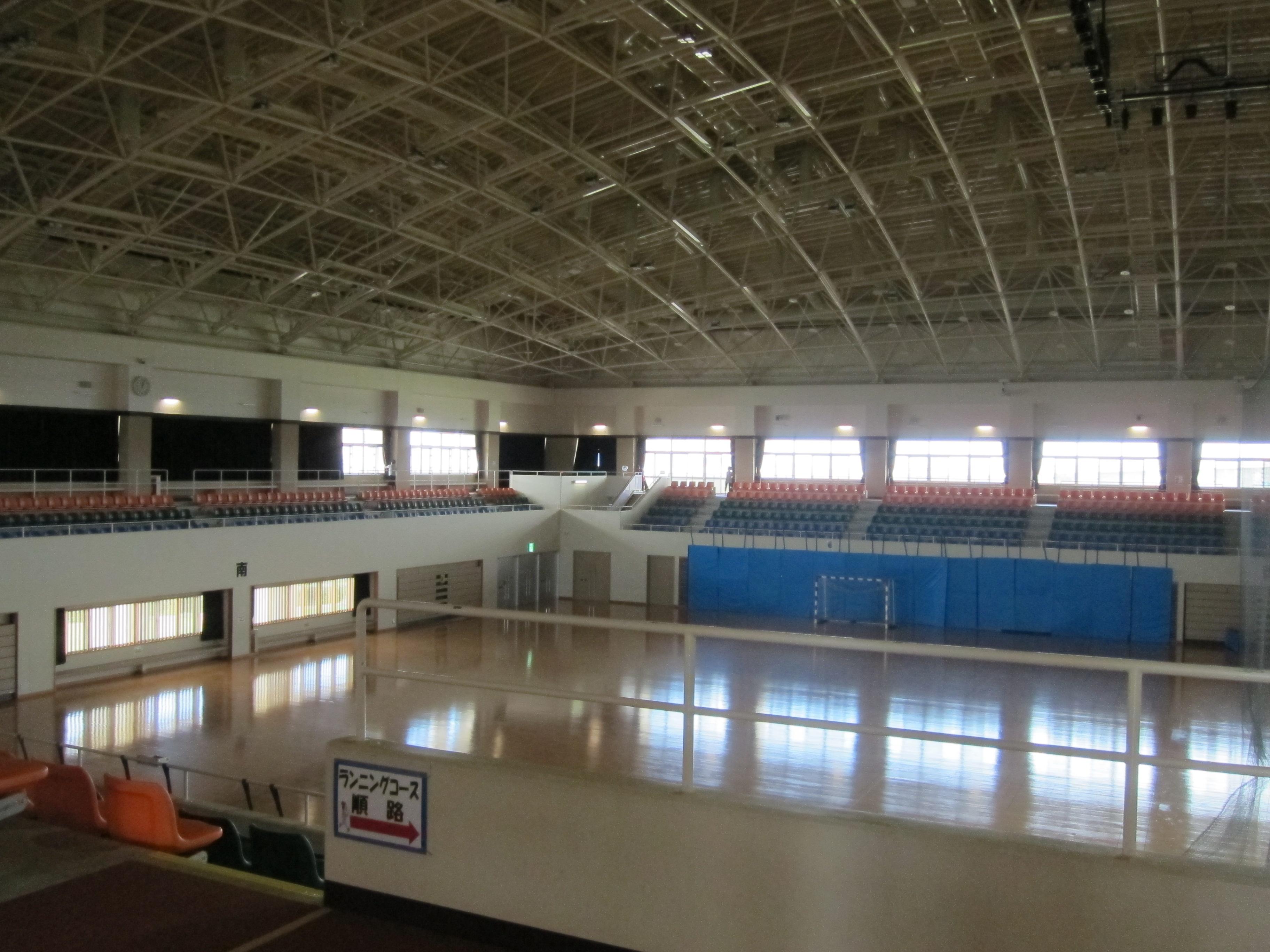 主運動場館為室內小巨蛋設計,寬敞,可以因應不同比賽去做調整。