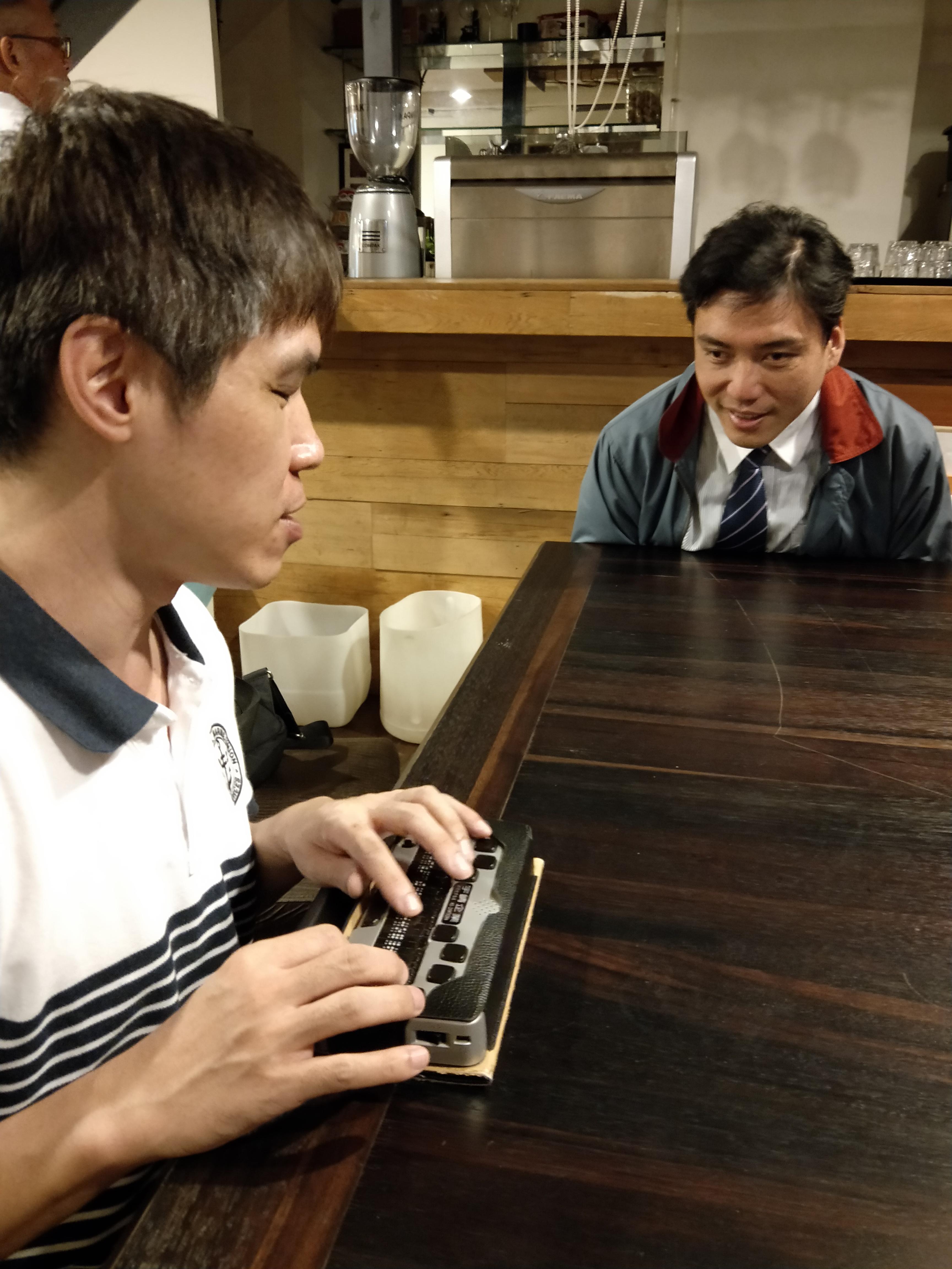 楊聖弘糗李秉宏,曾被送到啟智班四個月,李秉宏微笑以對。