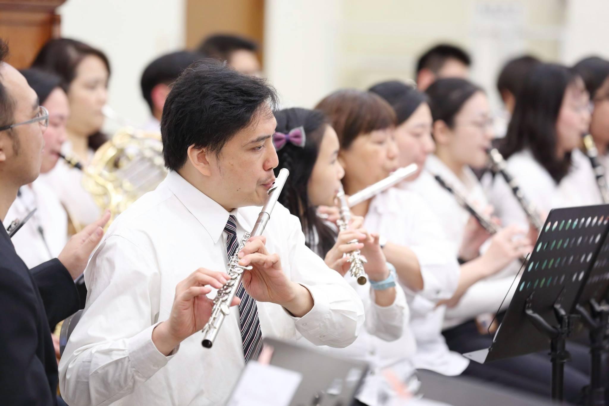李秉宏長期參加管弦樂團,當律師之前,求職不易,差點要去葬儀隊。