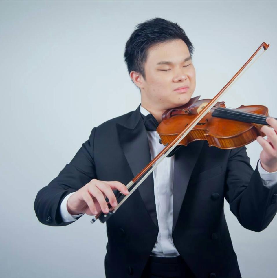 視障小提琴手夏官鼎,得獎無數。