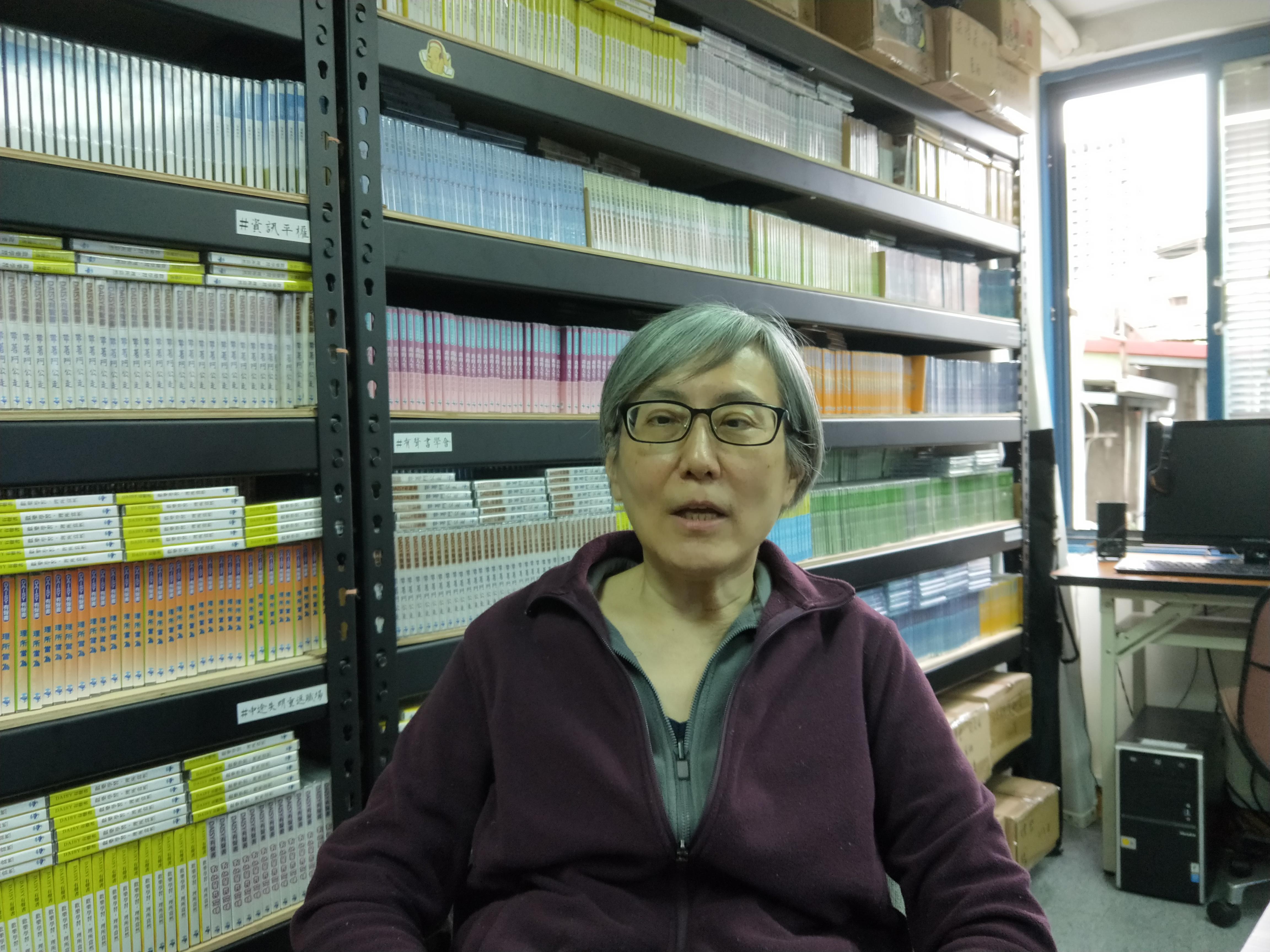 王小蘊生性低調,過得淡泊。目前主要在社區型心理諮商中心接案,另外偶爾也會到數位有聲書學會協助心理輔導。
