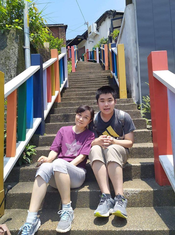 游高晏與母親。