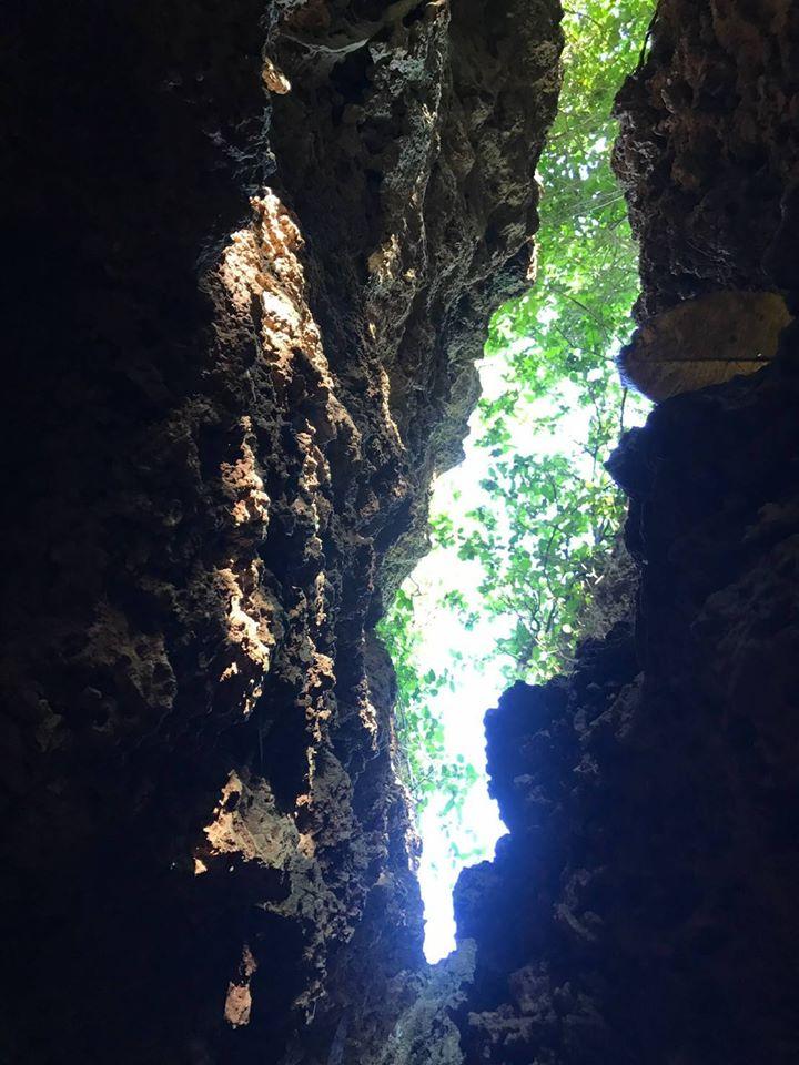 島上的自然風景也千年凝鍊、鬼斧神工。