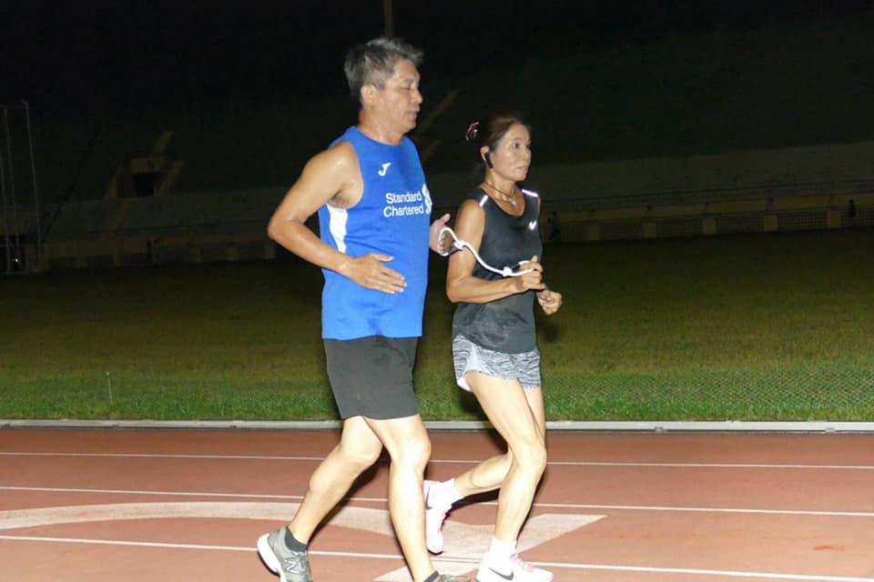 夜跑,是朱正國的日常。(圖為高雄中正田徑場)