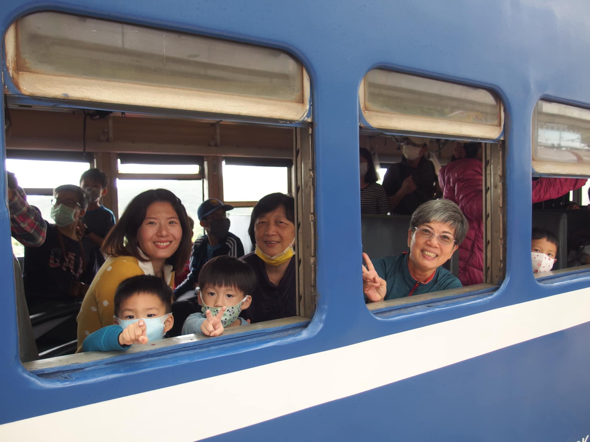 壬壤擔任領隊,帶同事跟同事眷屬參加南迴鐵路之旅。