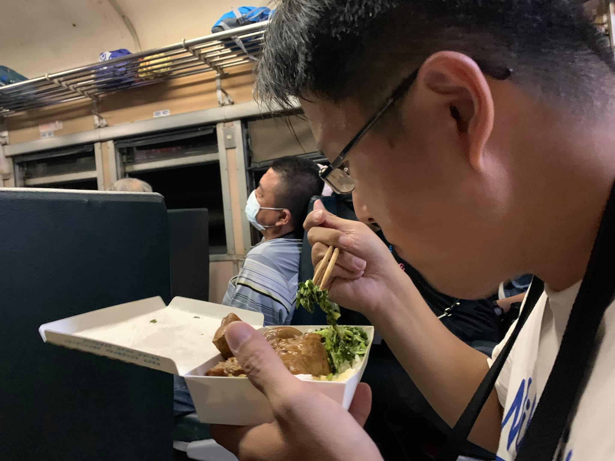 搭南迴鐵路,吃台鐵便當是唯一的選擇。